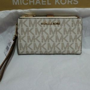 💕 Authentic Michael Kors Wristlet 💕